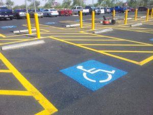 障害者用の駐車スペース